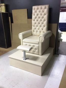Белый трон для салона красоты